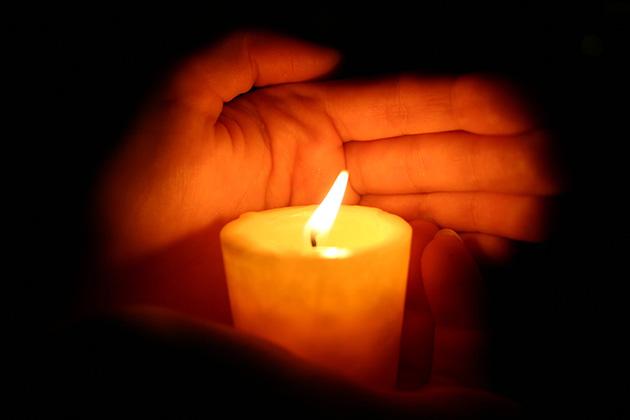 ¿Qué significa si se mueve la llama de las velas?