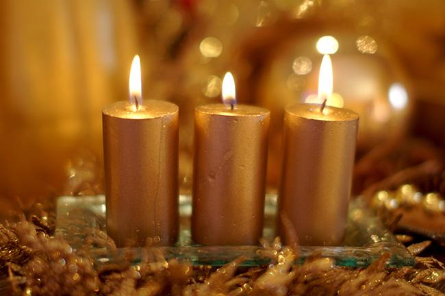 Velas doradas en rituales