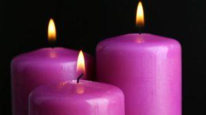 Velas violeta en rituales