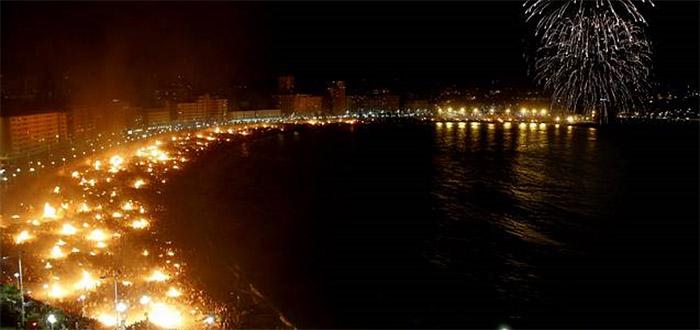 Lee más sobre el artículo Rituales con velas para atraer salud y amor en la noche de San Juan