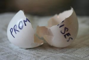 Soñar con que rompemos algo