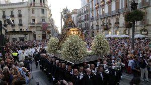 Soñar con una procesión