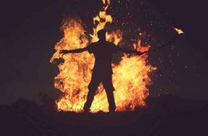 Soñar con quemaduras o quemarse