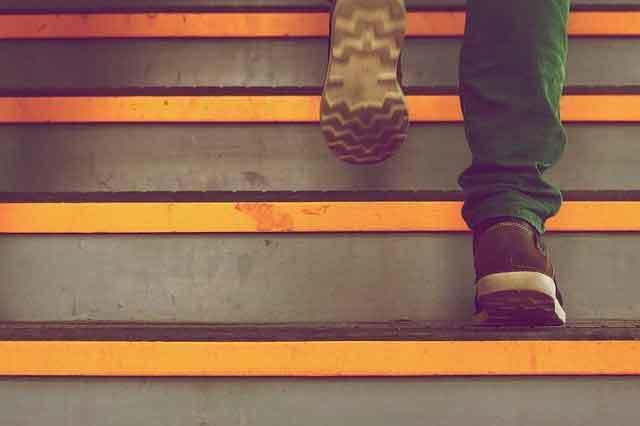 Soñar subiendo escaleras