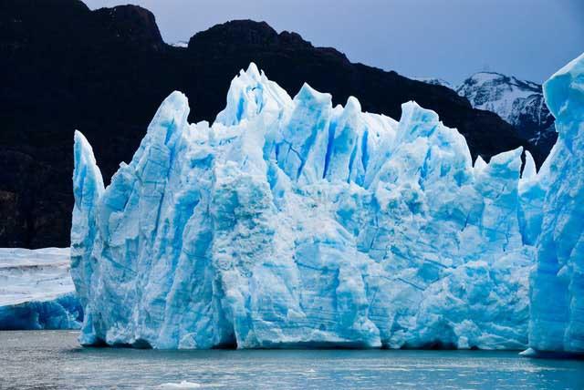 Soñar con un iceberg flotando