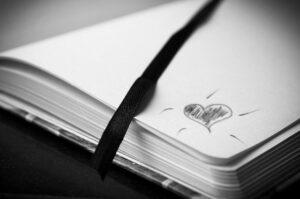 Soñar con una libreta o cuaderno